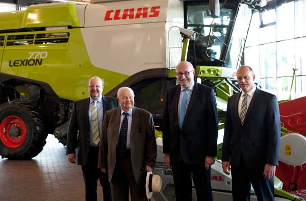 El Comisario europeo Phil Hogan visitó la sede central de Claas