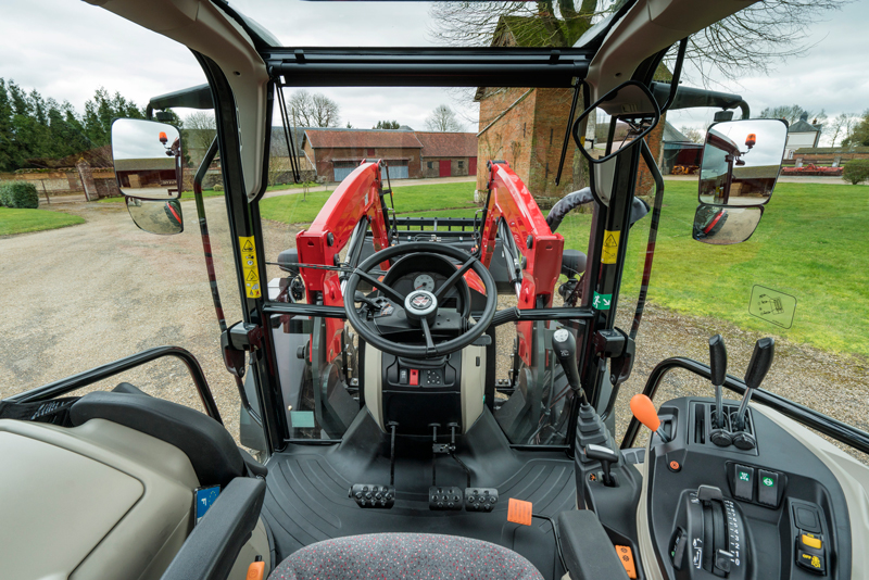 Massey Ferguson MF 5700 Global Series cabina