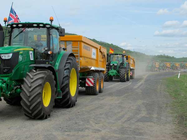 Se busca al mejor conductor europeo de tractores