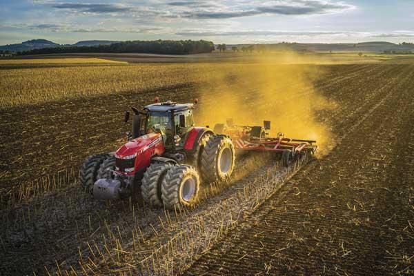 Los tractores siguen tirando fuerte de las ventas