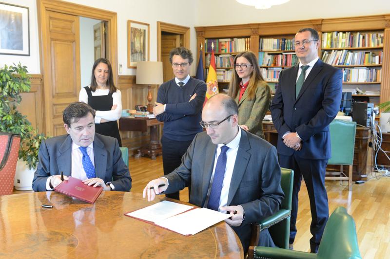 MAPAMA y UNE firman un convenio