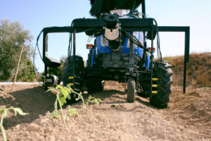 Tractor dotado de sensores LiDAR para escaneado 3D de plantas de tomate