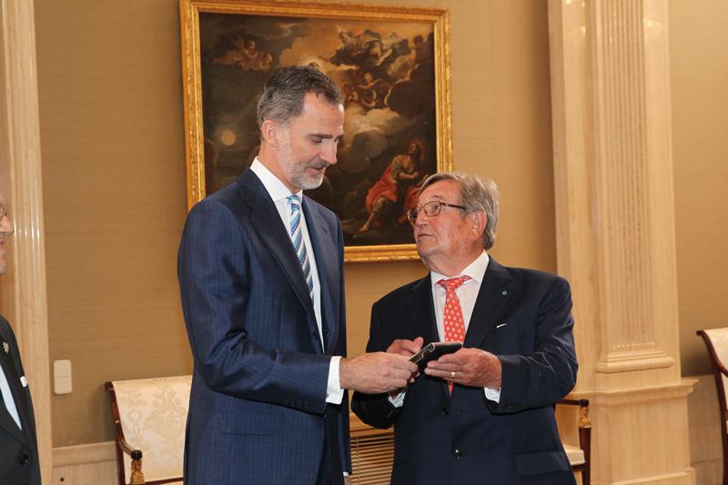 Andújar entrega la Medalla de Oro al Rey