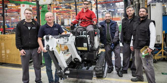 Bobcat celebra la fabricación de 10.000 miniexcavadoras E10 en 10 años