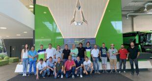 Concesionarios y clientes en el complejo productivo de Deutz-Fahr en Alemania
