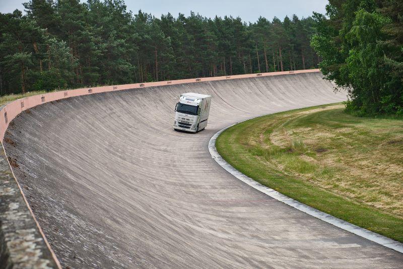 Camión eléctrico de Futuricum con neumáticos Continental